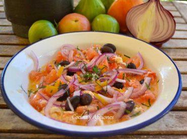 Ensalada con mozarella y tomate, muy fresca, receta paso a paso.