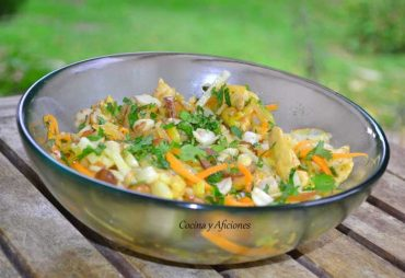 Ensalada de pollo con toque thai, receta paso a paso.