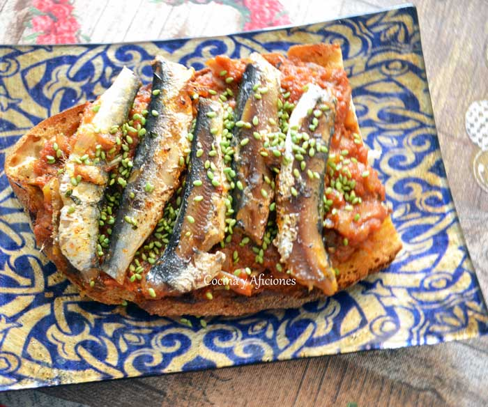tosta-de-sardinas-salsa-antibers