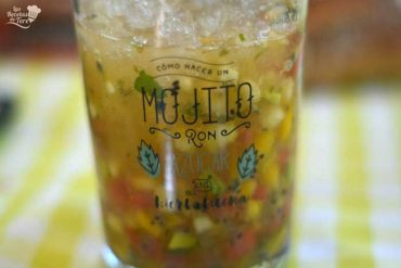 Macedonia de frutas al mojito, receta paso a paso.