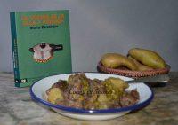 Guiso de carne con patatas en la olla exprés, receta paso paso.