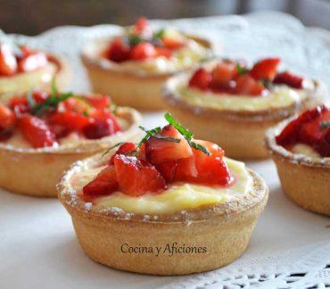 Tartaletas de lemon curd con fresas maceradas en AOVE, receta paso a paso.