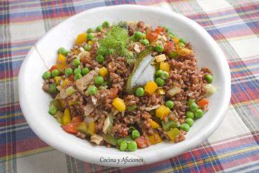Ensalada de atún y arroz rojo, receta paso a paso