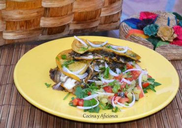 Quesadillas de cuitlacoche, receta de Mercado Flotante paso a paso.