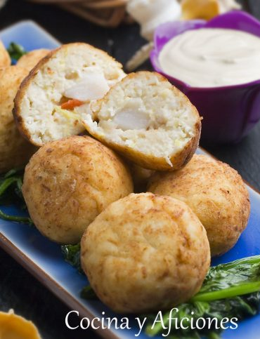 Albóndigas de vieiras con salsa Gloucester, receta paso a paso.