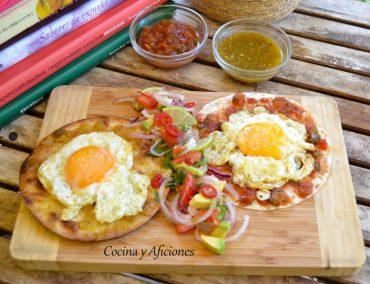 """Huevos divorciados, receta mexicana de """"Mercado Flotante"""" paso a paso."""