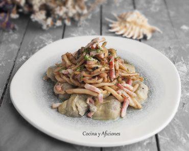 Espaguetis de calamar con alcachofas salteadas, receta paso a paso.