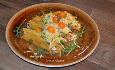 Flautas de pollo con salsa verde, receta mexicana con vídeo y paso a paso.