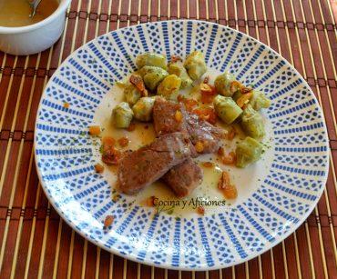 Presa ibérica y alcachofas con gel o salsa de jamón, como prefieras, de jamón. Receta de un menú de fin de verano.
