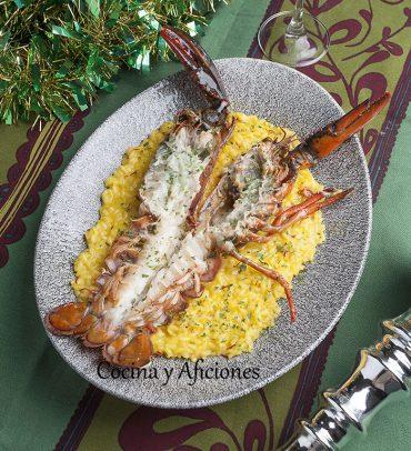 Bogavante a la plancha sobre risotto al azafrán, receta