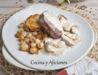 Solomillo de vaca con salsa de boletus, pastelillos de patata y cebollitas caramelizadas, receta.