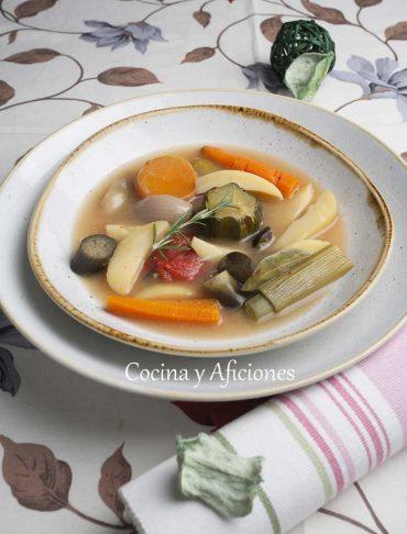 Sopa de verduras, receta rica y sana.