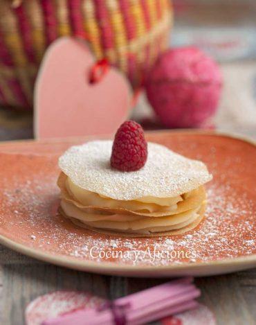 Tarta de obleas con crema inglesa, una receta sencilla y rica.