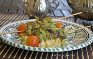 Kebab de pollo «hariyali» de un verde intenso, receta deliciosa de Kuwait