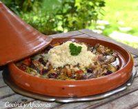 Tajine de conejo con sus verduras, una delicia marroquí.