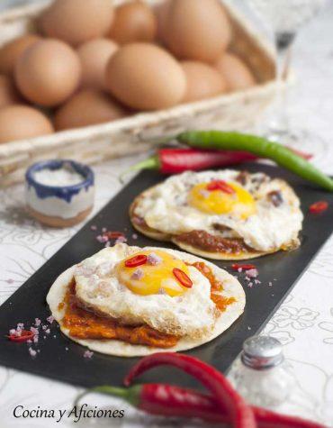Tostas de huevo frito y más, receta rica y sencilla.