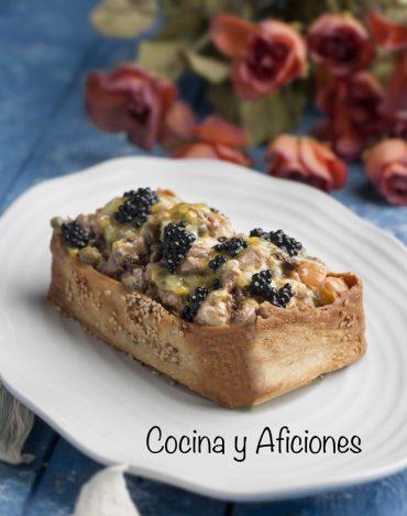 Tartar de atún con caviar y maracuya en su cesto, receta de lujo