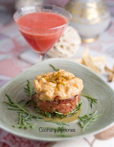 Tartar de vieras con cóctel de sandía, receta festiva y deliciosa.