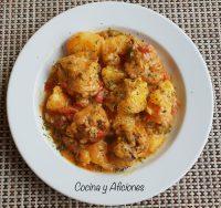 Curry de pollo y coco ·kuku paka· receta del Congo increíblemente rica.