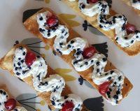 Crujientes con mousse de queso y caviar de mujol, un menú de Otoño