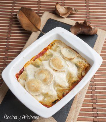 Canelones rellenos de calabacín, manzana y mozzarella, gratinados con queso de cabra.