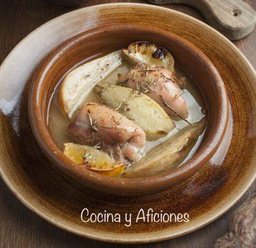 Pollo (contramuslos) asado con peras y limón, una receta sencilla
