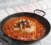 Bacalao con tomate, pasas y piñones, receta de Cuaresma
