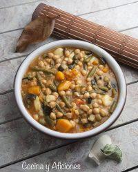 Guiso de garbanzos con verduras, receta.