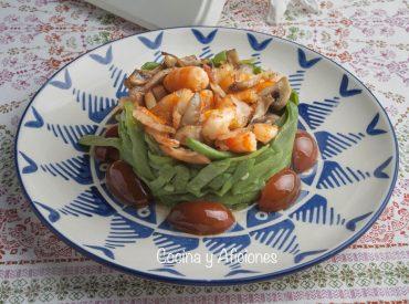 Timbal de Judías verdes con langostinos y vinagreta de hierbas provenzales, un plato delicioso y colorido