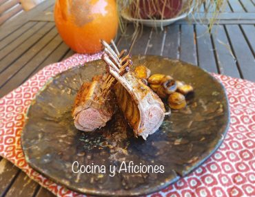 Costillar de cordero adobado al estilo rumano, receta