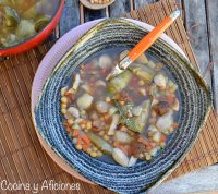 Sopa de garbanzos y alcachofas, receta de invierno deliciosa y reconfortante.