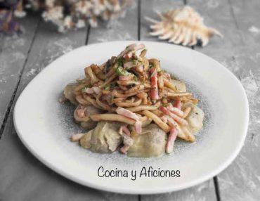 Tiras de calamar con alcachofas salteadas, receta deliciosa y fácil
