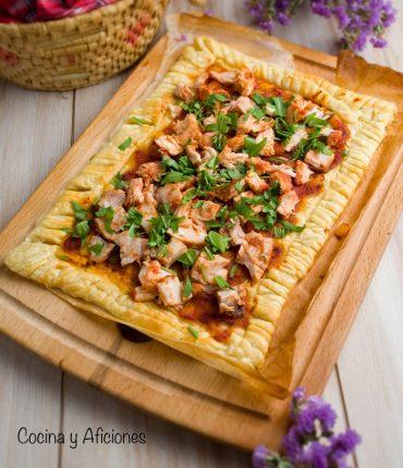 Hojaldre de bonito con tomate, receta sencilla y deliciosa.