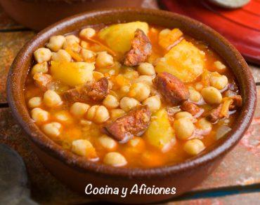 Garbanzos con patatas y chorizo, receta casera y unos apuntes.