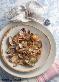 Almejas y berberechos en salsa deliciosa, receta exprés