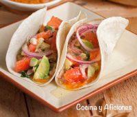 Tacos de cordero con pico de gallo y salsa picante, receta sencilla y muy rica