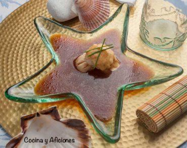 Vieiras a la plancha sobre agua de tomate tuneada, receta fácil y deliciosa