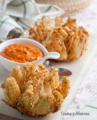 Flores de cebolla con salsa borracha, receta espectacular.