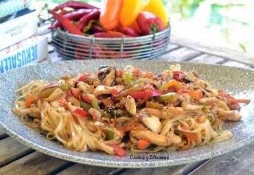 Wok de verduras y pollo: video, decálogo y receta para que aprendas a manejar el wok a las mil maravillas.