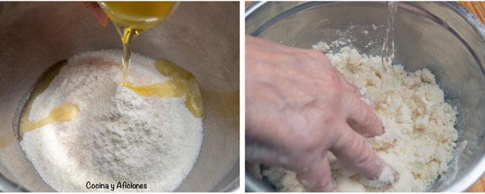 paso a paso de la preparación de la masa de las arepas de carne mechada, incorporamos a la harina el agua y el aceite