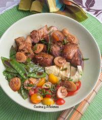 Bowl de panceta asada y verduras con su marinada