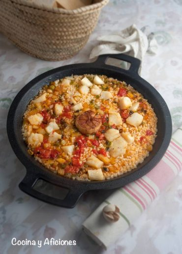 Arroz en paella con callos de bacalao, receta genial