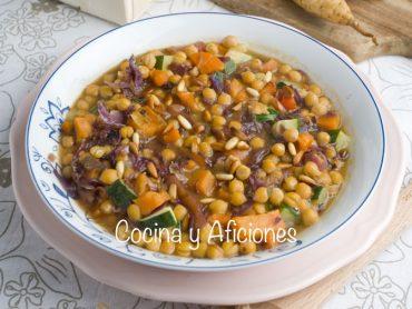 Guiso de garbanzoscon verduras, una sinfonía vegetal de lo más sana
