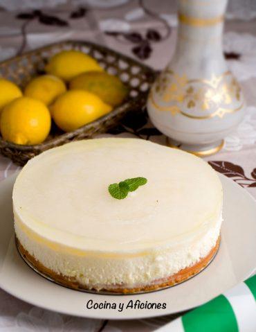 Tarta de mousse de limón con toque mágico de gin tonic