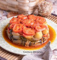 Pastel de verduras y arroz ·Maqluba· la receta más emblemática de Oriente Medio