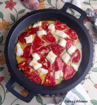 Pimientos del piquillo de Lodosa con bacalao, receta sencilla pero genial.
