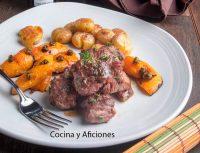 Tacos de solomillo de ternera al arbequino amontillado con nísperos y papas arrugadas