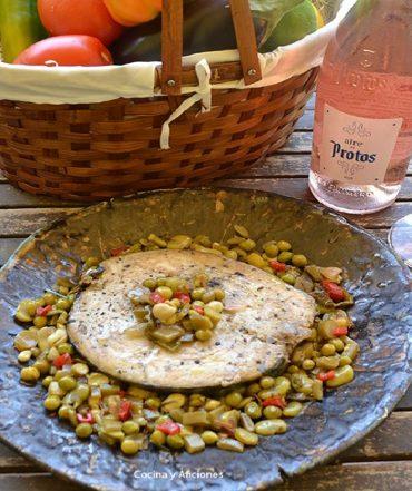 Bonito de Burela con verduras de primavera acompañado con Aire de Protos