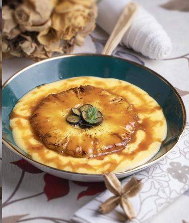 Crème brûléecon piña al caramelo salado, un postre para chuparte los dedos