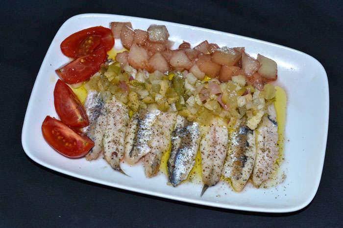 Anchoas a la plancha, melón, vinagreta con encurtidos y Alma de Caviar, receta paso a paso.